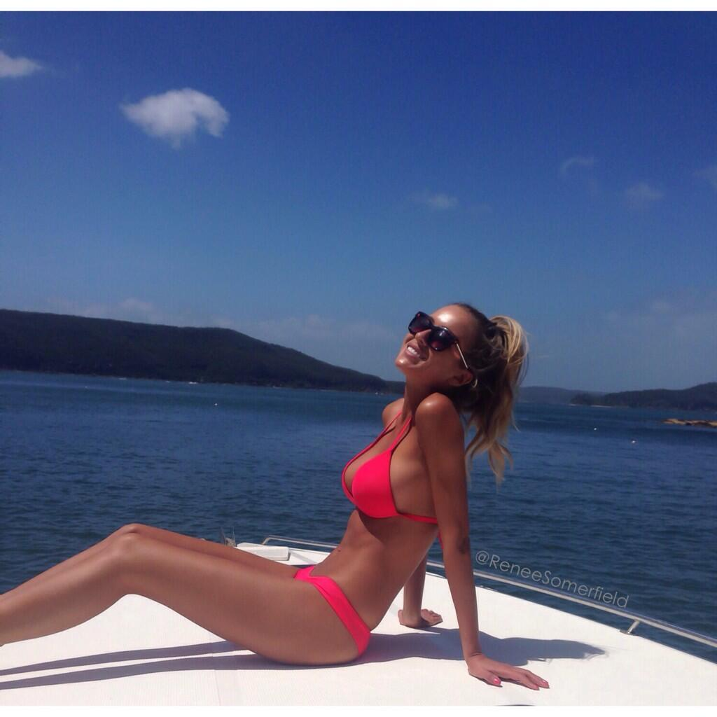 10 Incredible Photos Of Insta Babe Renee Somerfield BcoUuNZCUAAHQzP