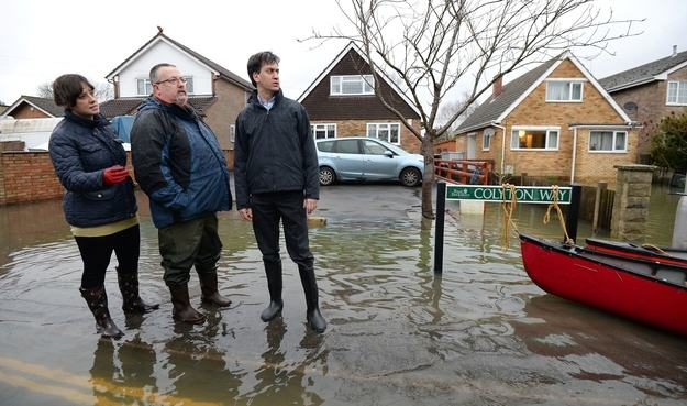 Heres A Bunch Of Concerned Looking Politicians Staring At Floods enhanced 18923 1392131795 5