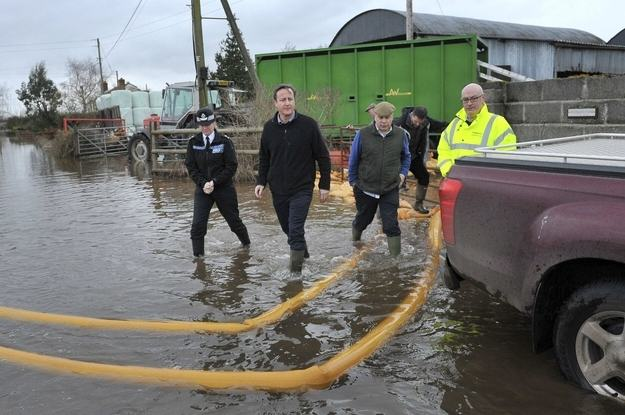 Heres A Bunch Of Concerned Looking Politicians Staring At Floods enhanced buzz 17878 1392129723 8