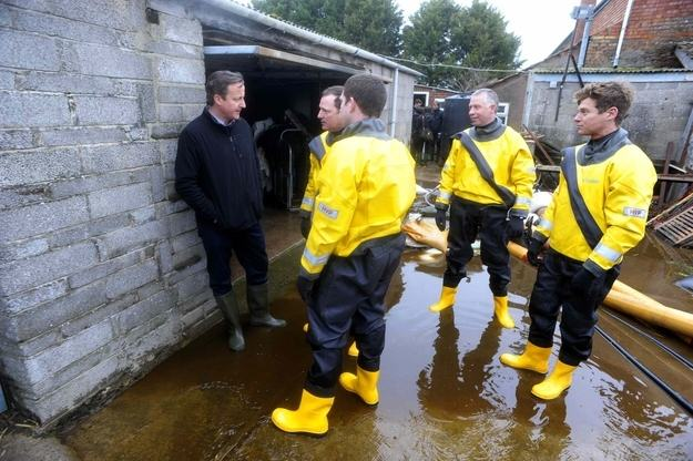 Heres A Bunch Of Concerned Looking Politicians Staring At Floods enhanced buzz 20283 1392129784 12