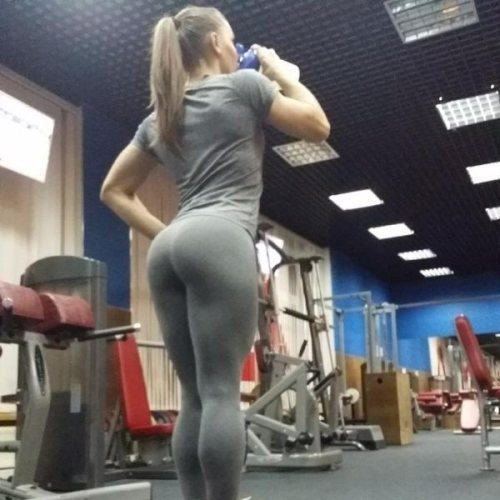 13 Reasons Why We Love Yoga Pants - Uni Lad