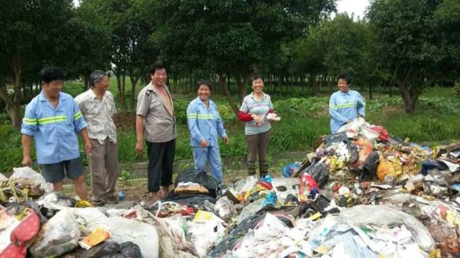 Chinese Bin Men Help Pensioner Find Life Savings In Rubbish ad 140894845