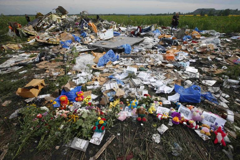 malaysia airlines flight mh17 crash site july 19 2014 Ukrainian Woman Poses With Make Up Looted From MH17 Crash Site