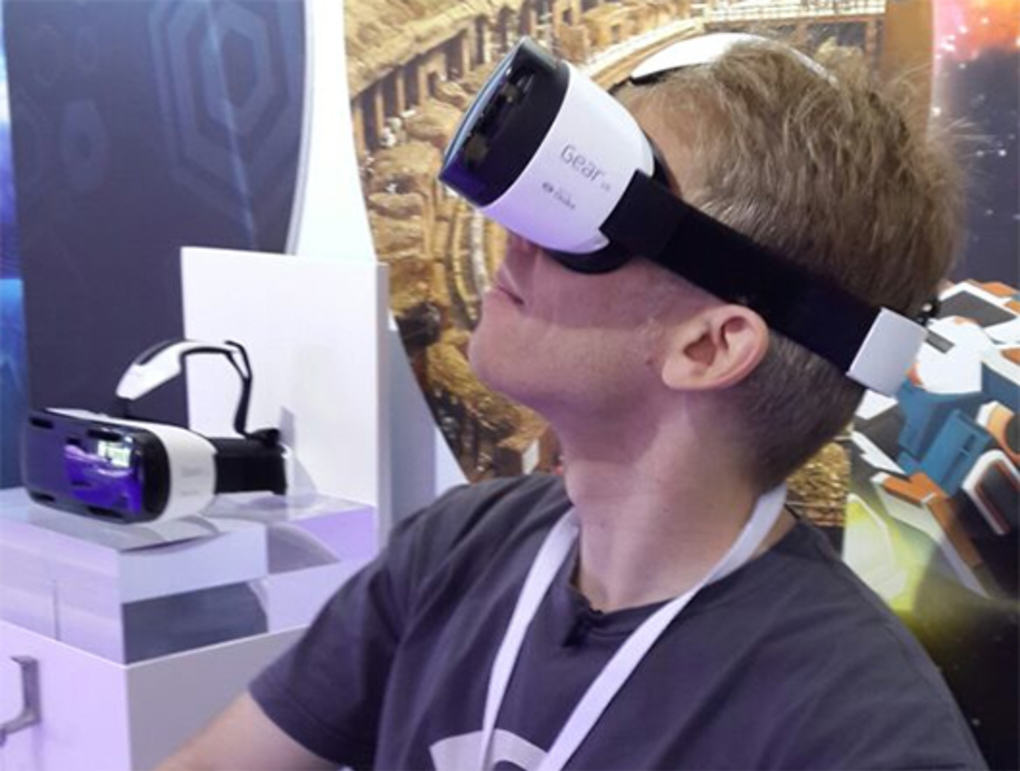 carmack ie verge super wide Gear VR: Samsung Reveal Innovative New Gaming Headset