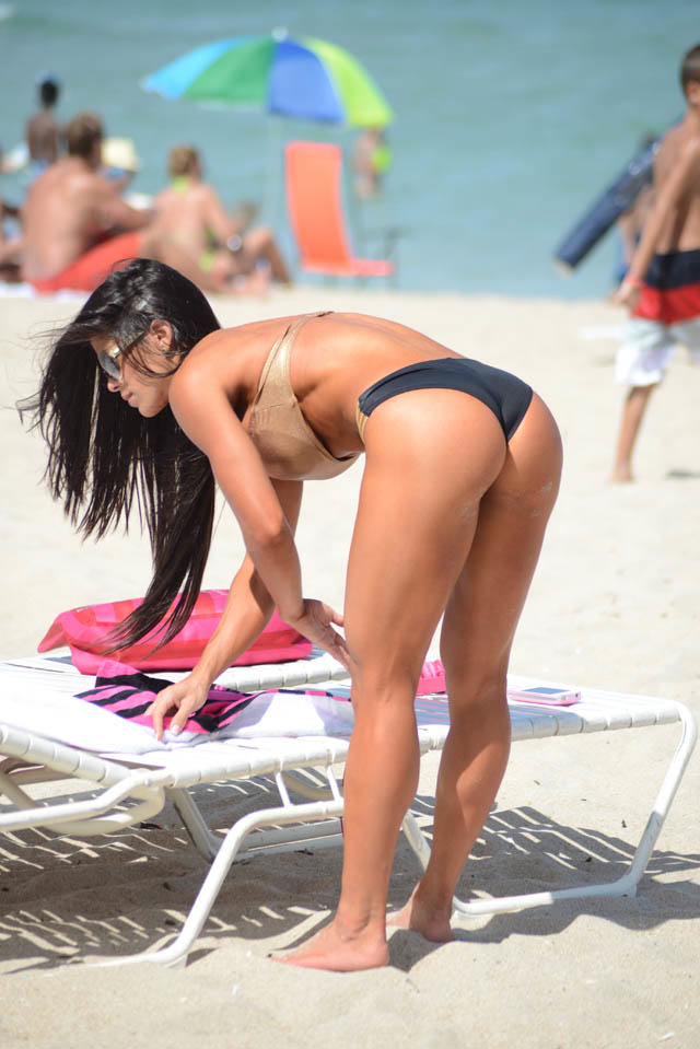michelle lewin heats up miami  2 1412255579 Michelle Lewin Might Just Have The Best Body Of 2014