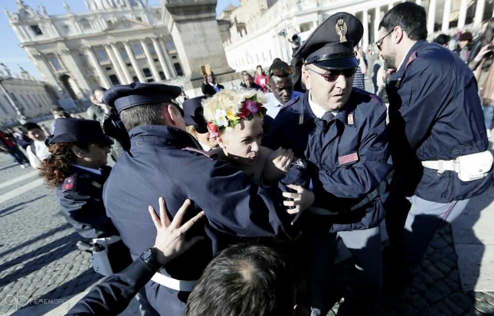 Pope femen 4 FEMEN Women Protested Against The Pope By Putting Crucifixes Up Their Arses   Watch