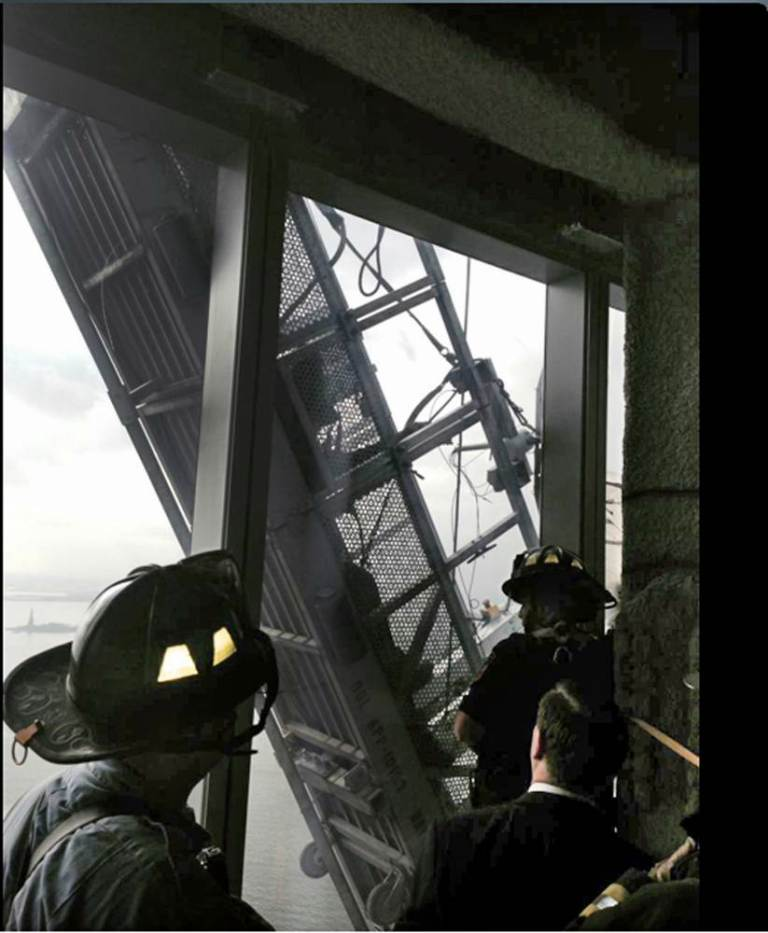 ad 151624241 Window Cleaners Left Hanging 1800 Feet Up The One World Trade Center
