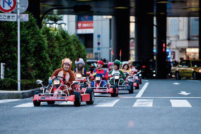 mariokart irl 09 1114 lgn This Real Life Mario Kart Race Through The Streets Of Tokyo Is Awesome