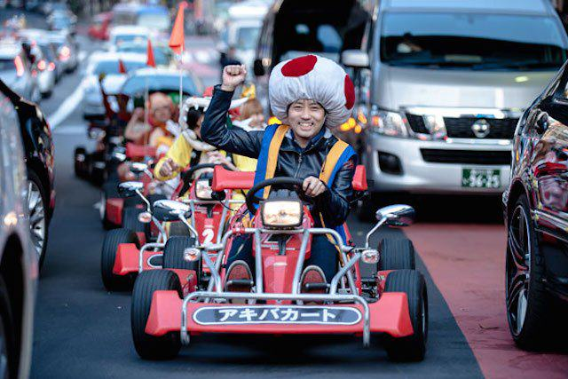 mariokart irl 10 1114 lgn This Real Life Mario Kart Race Through The Streets Of Tokyo Is Awesome