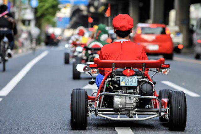mariokart irl 12 1114 lgn This Real Life Mario Kart Race Through The Streets Of Tokyo Is Awesome