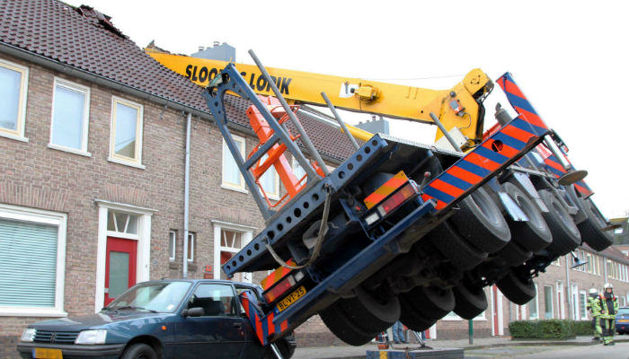 crane web thumb Lad Attempts Crazy Wedding Proposal But Wrecks His Neighbours House
