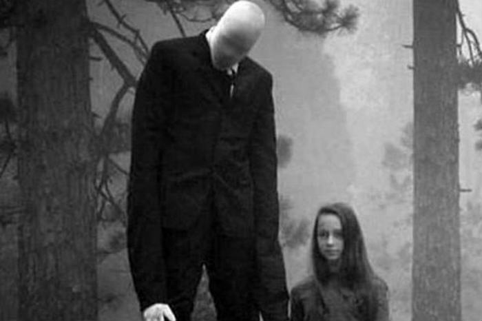 Slender Men This Medium Took A Photo Of The Real Slender Man