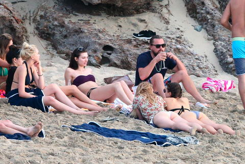 ldicapriobeach010115 023 x17 480w Leonardo DiCaprio Parties With Beach Full Of Girls In St. Barts