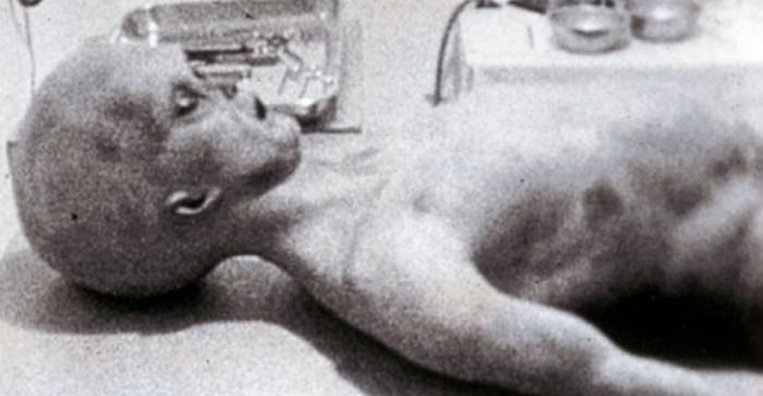 Watch Undeniable Proof Of Aliens In Roswell article 1375203 0003745000000258 733 468x303 e1422975920745
