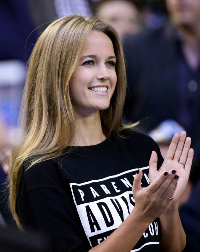 kimsears2 Andy Murrays Fiancee Kim Sears Gives No F*cks In Her New Jumper