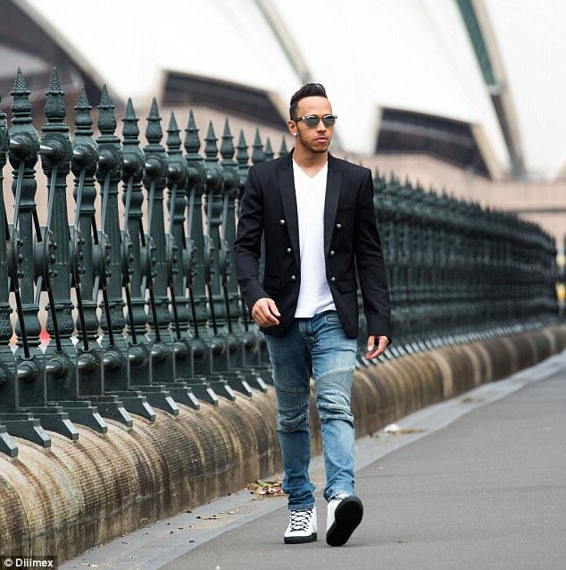 26C8F68500000578 3003359 Shades A smartly dressed Lewis Hamilton was enjoying time out in a 32 1426814626976 Family Ask Lewis Hamilton To Take Pic, Have No Idea Who He Is