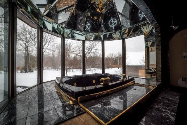 PAY Mike Tysons Mansion 2 640x426 Inside Mike Tysons Abandoned Mansion