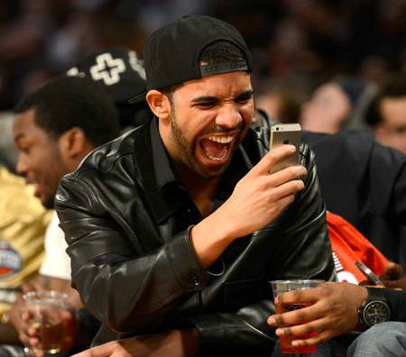 drake laughs at phone during nba all star weekend  oPt This New App Lets You Text As Drake, Using Nothing But His Lyrics
