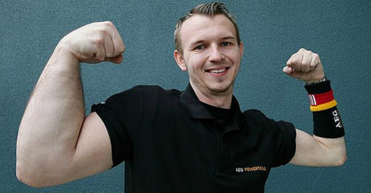 wedfs This Guy Was Born With His Arm 33% Bigger Than Normal, And Uses It To Become World Champion Arm Wrestler