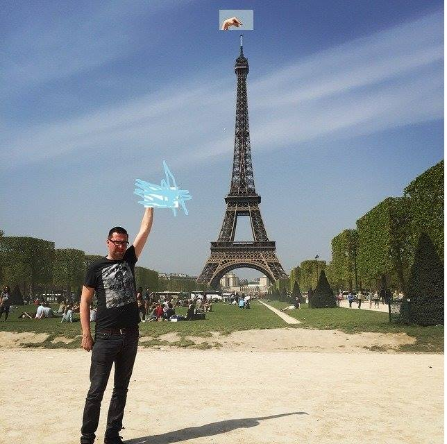 101 This Guy Posing Next To The Eiffel Tower Is The Latest Internet Craze