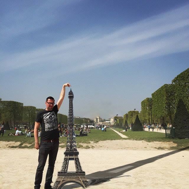 441 This Guy Posing Next To The Eiffel Tower Is The Latest Internet Craze