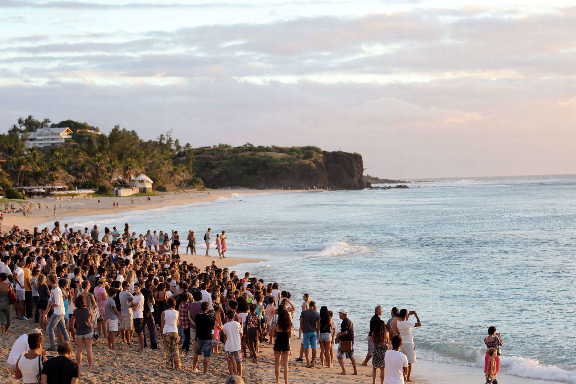 Shark attack 1 Hundreds Give Beachfront Tribute To Young Surfing Champ Killed By Shark
