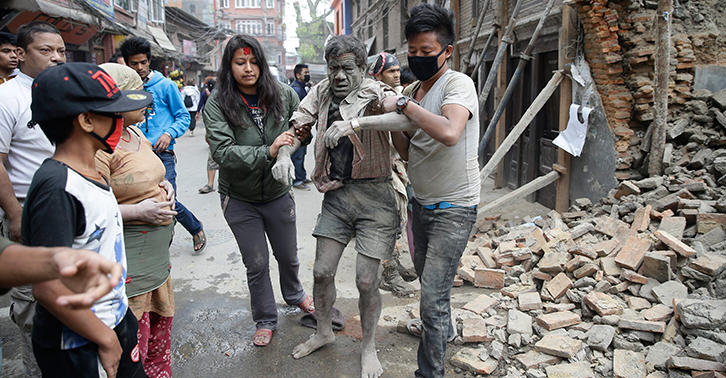 TN122 The Moment That The Earthquake That Hit Nepal Is Caught On Camera