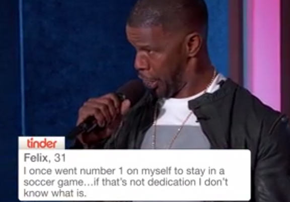 foxxWEBTHUMBNEW Jamie Foxx Hilariously Sings Out Loud These Terrible Tinder Profiles