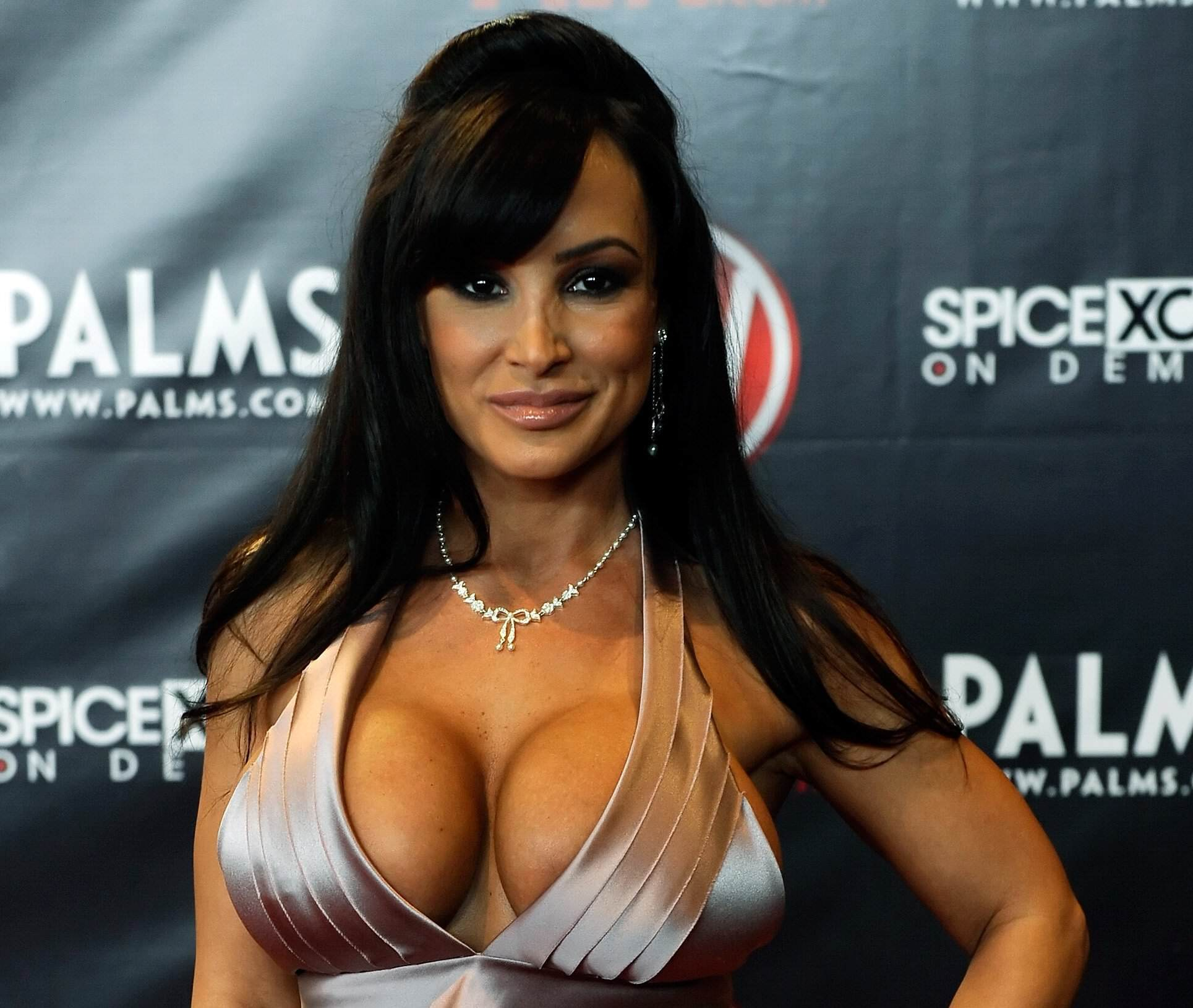 Weird Sex Toy Allows Viewers To Remotely Get Lucky With Porn Stars lisa ann