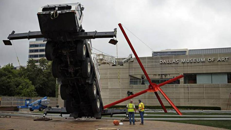 A Crane Falls On A Museum   And People Think Its A Modern Art Installation poij