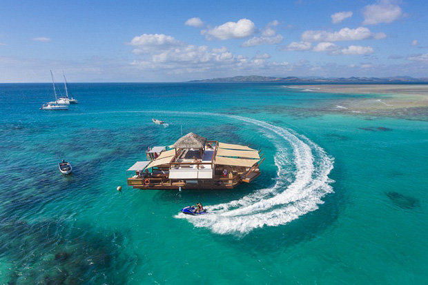 1119 Fancy A Pizza Paradise? Check Out This Floating Restaurant In Fiji