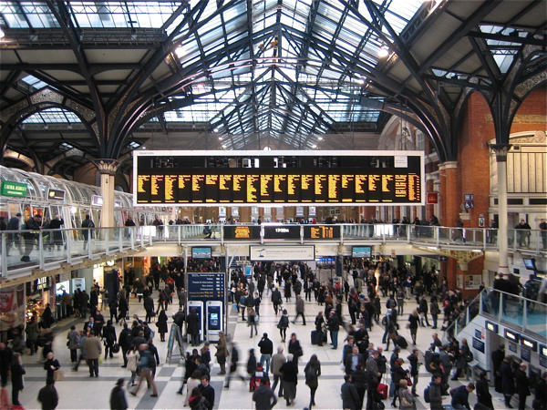 1142 Police Shut Down London Train Station After A Man Is Spotted Carrying A Gun