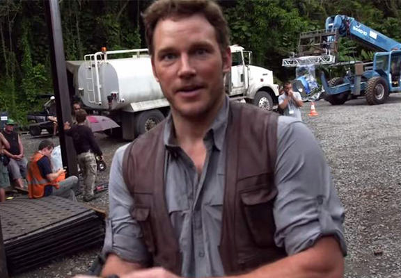 chris pratt JW WEB Even On Set Of Jurassic World, Chris Pratt Is Still Andy Dwyer From Parks And Rec