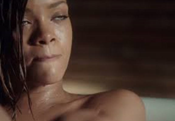 fart web Rihannas Farting In The Bath Video Has Sent People Crazy