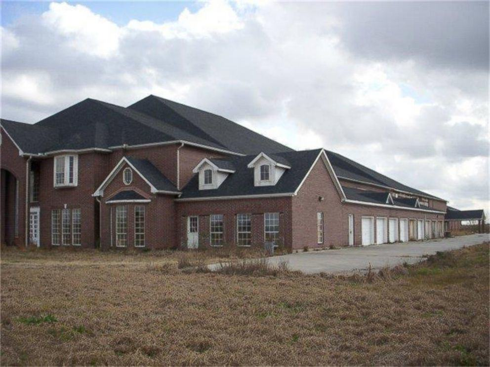 This Texas Mansion Has 46 Bedrooms And Is That Even Necessary?! ht 46 room house 2 kab 150520 4x3 992