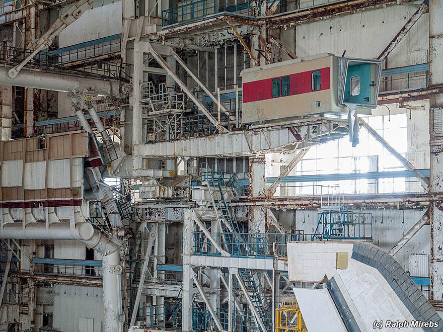 4S Urban Explorer Finds Lonely Remains Of The Soviet Space Shuttle Program