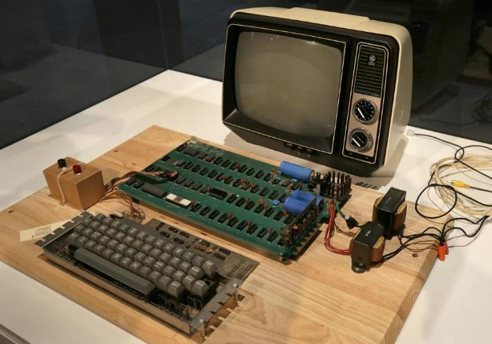 apple i 2 A Woman Threw Away An Apple 1 Computer, It Sold For $200,000