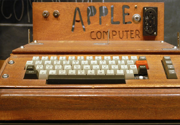 apple i WEB A Woman Threw Away An Apple 1 Computer, It Sold For $200,000