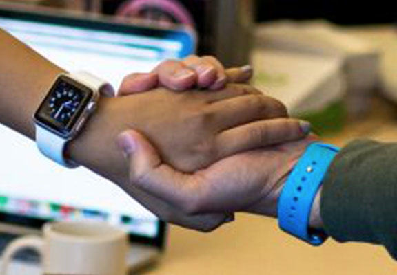 apple watch WEB Sharing Files With A Handshake Could Be Next Apple Watch Feature