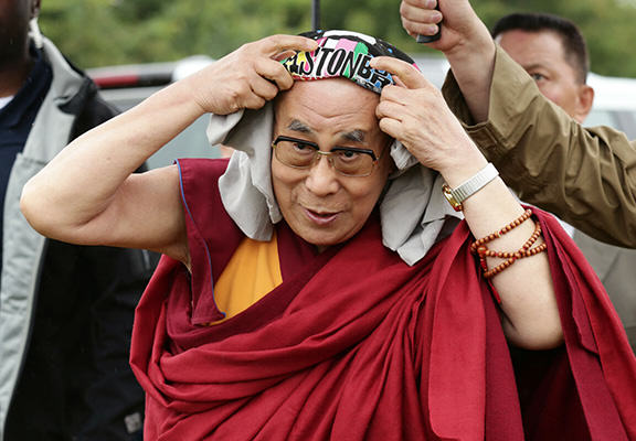 dalai lama glasto WEB Festival Goers Sing Happy Birthday To The Dalai Lama As He Speaks At Glastonbury