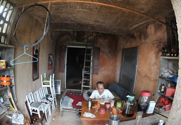 mancave 12 Man So Traumatised By Divorce He Moved Into An Actual Cave
