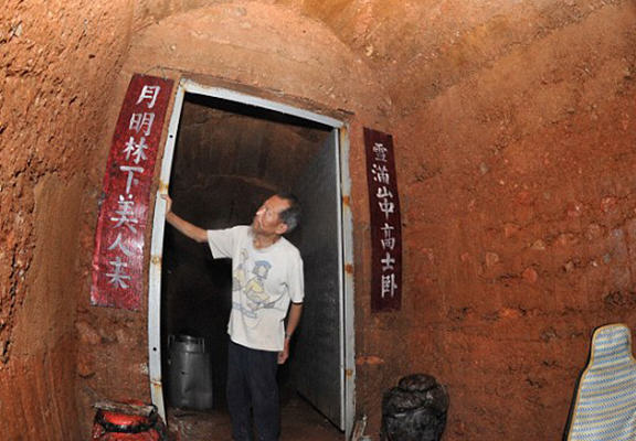 mancave web Man So Traumatised By Divorce He Moved Into An Actual Cave