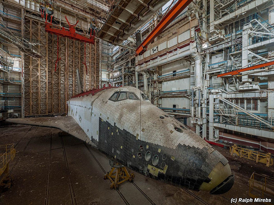 new space 7 Urban Explorer Finds Lonely Remains Of The Soviet Space Shuttle Program