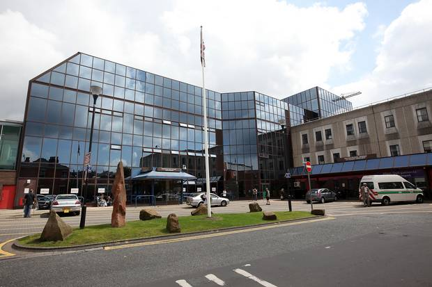 55b659d71a5eb A&E Department Shuts Down As Virus Outbreak Hits Manchester Hospital