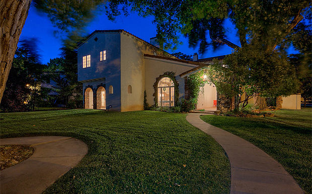 55b8fb7a276c7 Jesses House From Breaking Bad Is Up For Sale And Expensive
