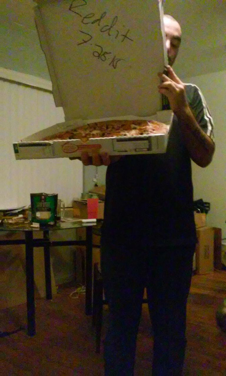 One Reddit User Is Buying Pizza For EVERYONE 55b9217081ac0