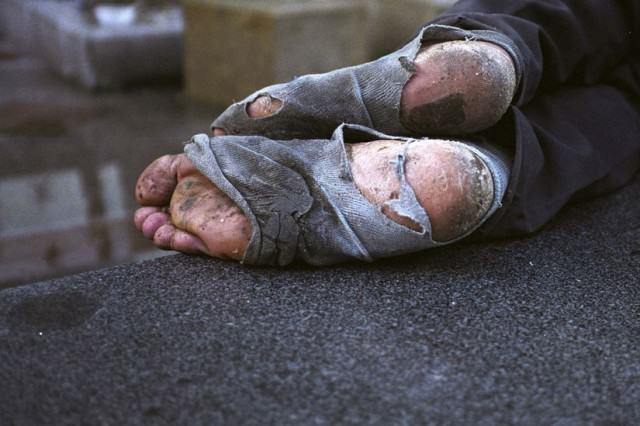 homeless feet 640x426 OPINION: Should We Give Beggars Money?