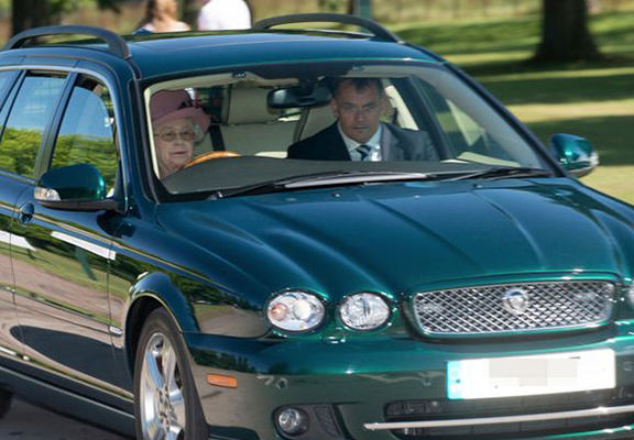 queen web Impatient Queen Takes Car Off Road To Avoid Young Family