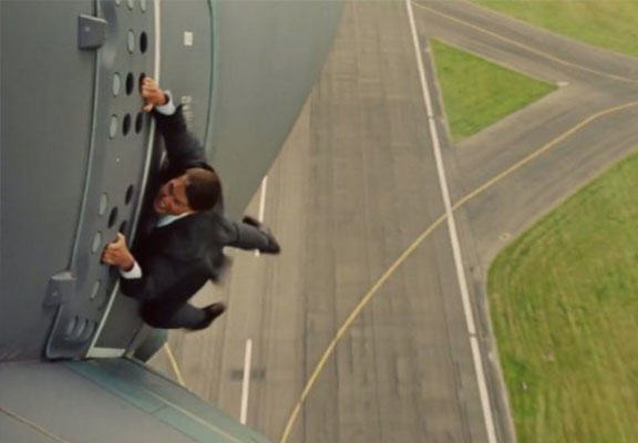 tom cruise WEB Tom Cruise Hangs Off Plane In Another One Of His Own Stunts