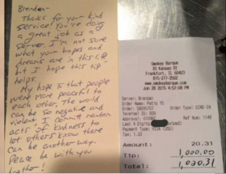 watie toop This Waiter Received A 5000% Tip From A Mystery Customer